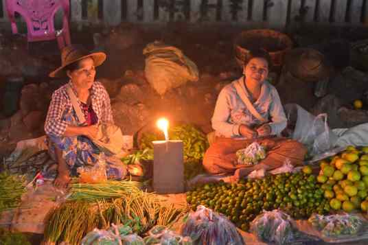 Marche Shan bougie Hsipaw Myanmar blog voyage 2016 53
