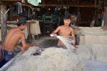 Fabrique nouilles Hsipaw Myanmar blog voyage 2016 9
