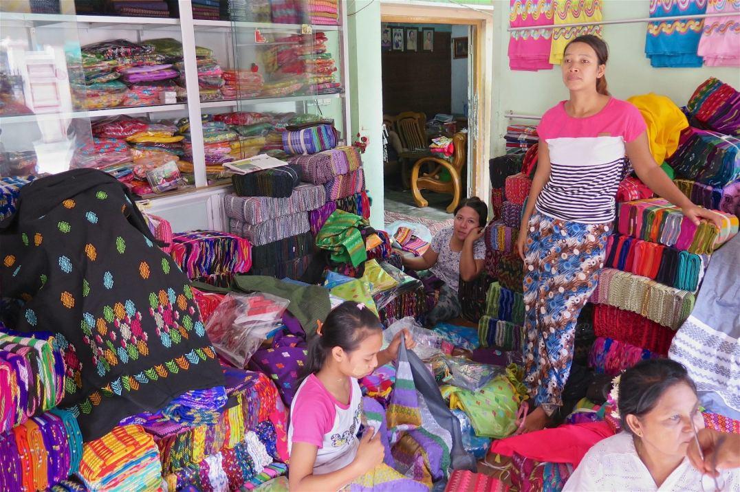 Fabrique longyis Mandalay-Inwa-Ubein-Myanmar-Birmanie-blog-voyage-2016 56