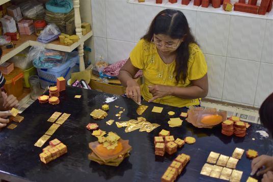 feuilles d'or Mandalay-Inwa-Ubein-Myanmar-Birmanie-blog-voyage-2016 7