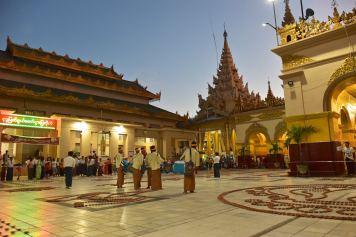 Fete lumieres Mahamuni bougies Mandalay-Sagaing-Mingun-Myanmar-Birmanie-blog-voyage-2016 36