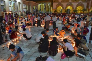 Fete lumieres Mahamuni bougies Mandalay-Sagaing-Mingun-Myanmar-Birmanie-blog-voyage-2016 37