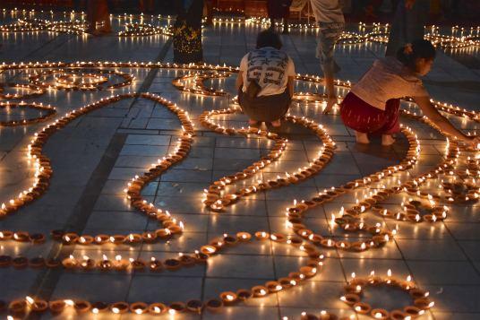 Fete lumieres Mahamuni bougies Mandalay-Sagaing-Mingun-Myanmar-Birmanie-blog-voyage-2016 41