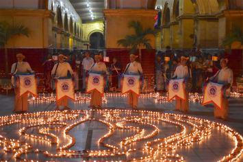 Fete lumieres Mahamuni bougies Mandalay-Sagaing-Mingun-Myanmar-Birmanie-blog-voyage-2016 45
