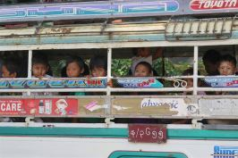 Enfants minibus Mandalay-Sagaing-Mingun-Myanmar-Birmanie-blog-voyage-2016 9