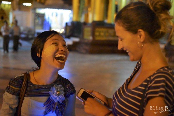 Rencontre avec May à la pagode Shwedagon de Yangon, au Myanmar