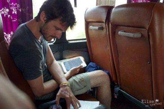 Sieste de bus remplacée par rédaction du journal de bord