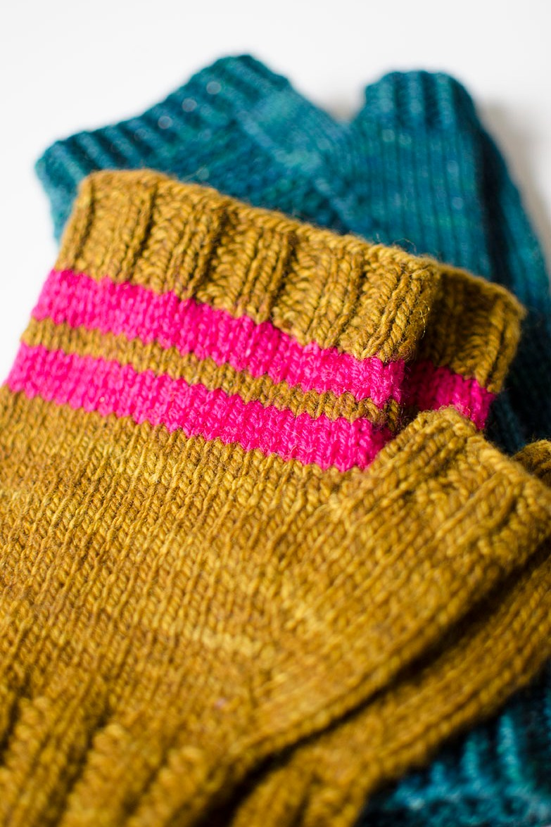 5 Quick Knits to Gift | Holiday Gift Guide 2015 | Worried you waited too long to start your handmade gifts? No worries! I've round up plenty of quick knit projects that you can whip up in no time along with a few tips, tricks, and dash of inspiration to get you started down the right path.