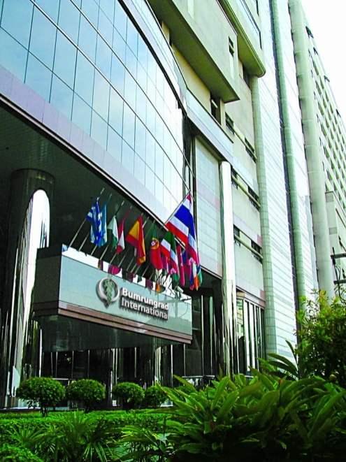 thai-hospital-entrance-building