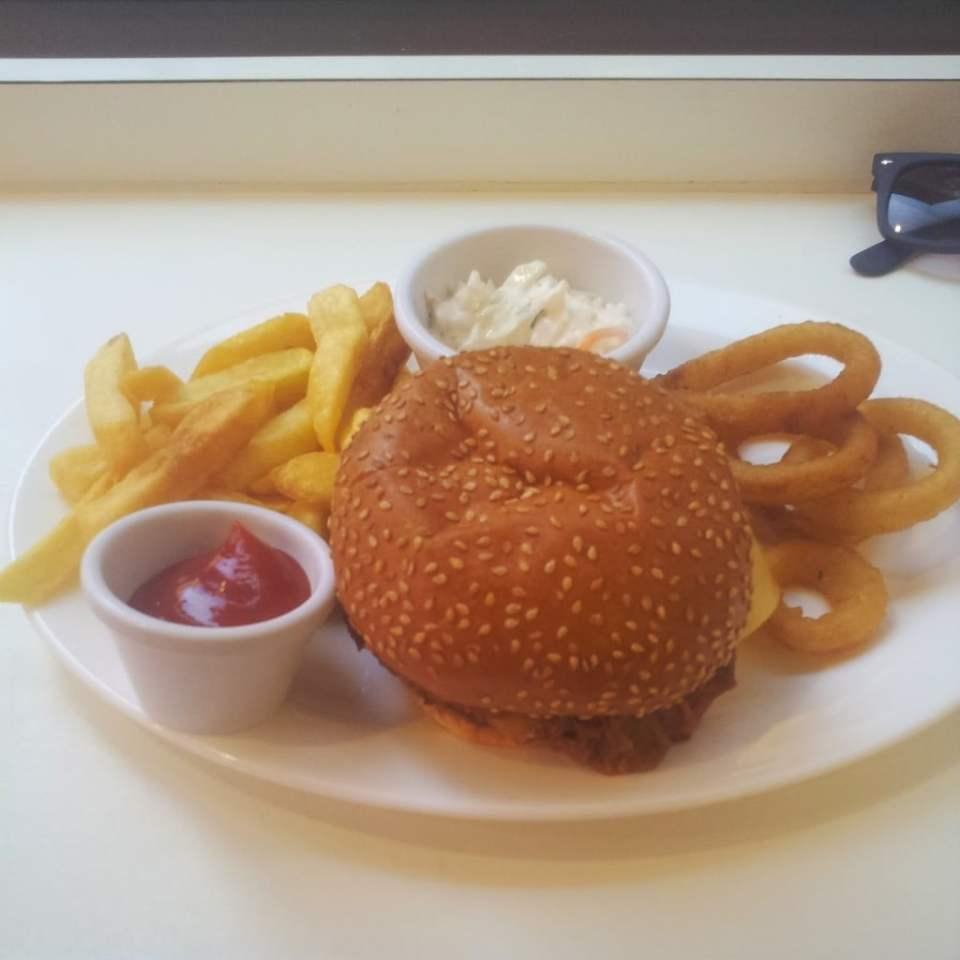 Pulled Pork De-luxe -Ed's Plate – Ed's Easy Diner