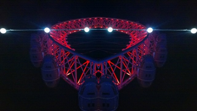 Red London Eye mirror effect
