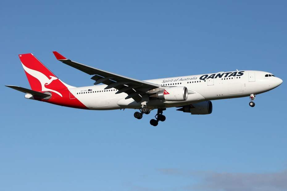 Qantas_Airbus_A330-200_MEL_Zhao