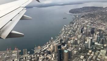 33094873182_67b11bdeec_b_airplane-city