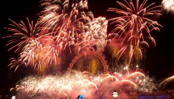 15546445113_89241b221b_b_fireworks-london