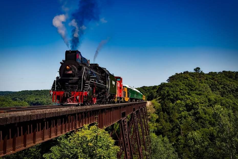 train-1728537_1280