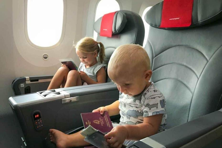 How to Entertain a Toddler on a Plane? 4
