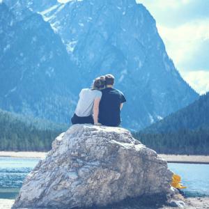 couple mountain lake (1)