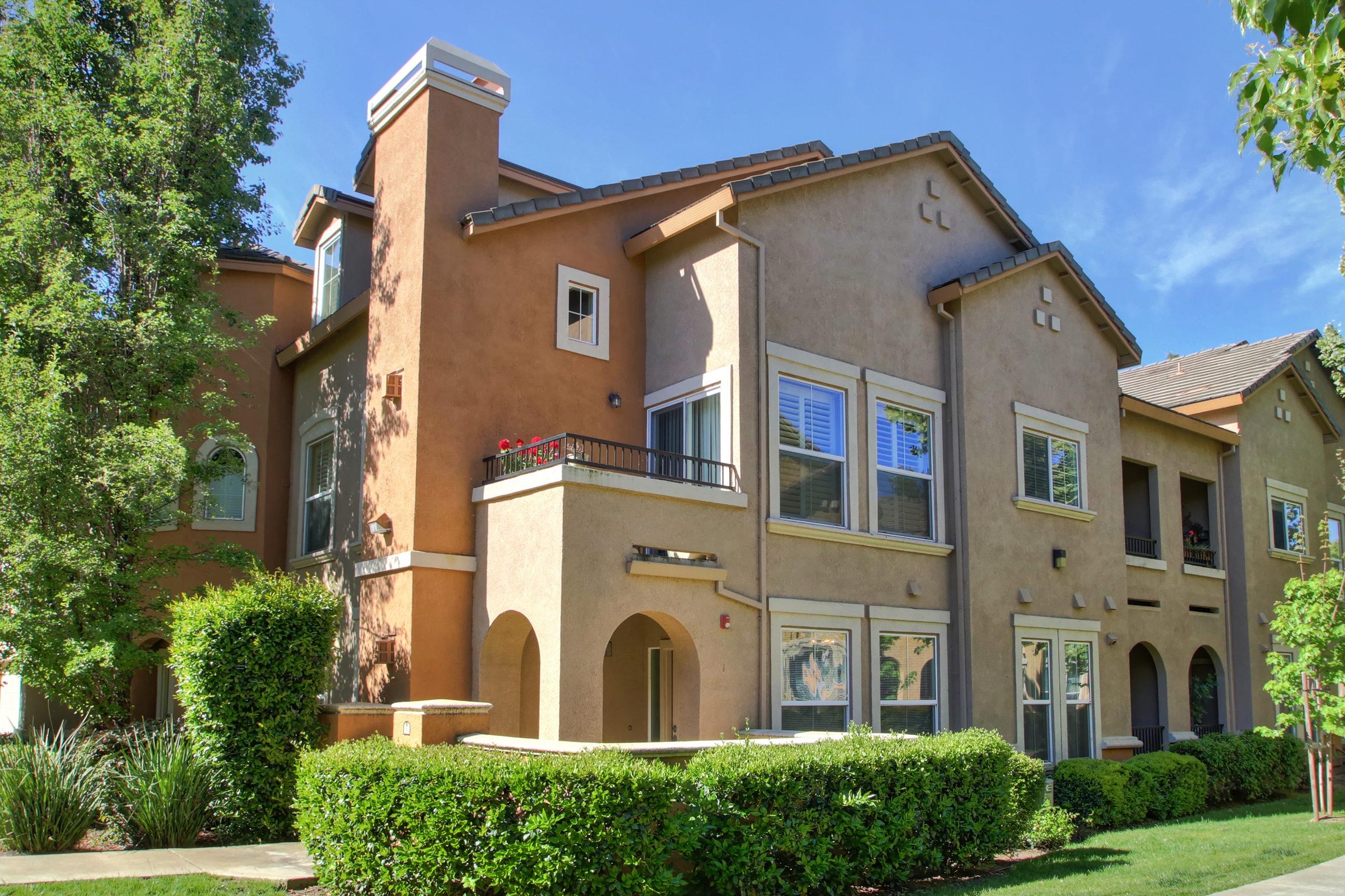 Luxury Condos in West Sacramento: New Listing from Elizabeth Weintraub