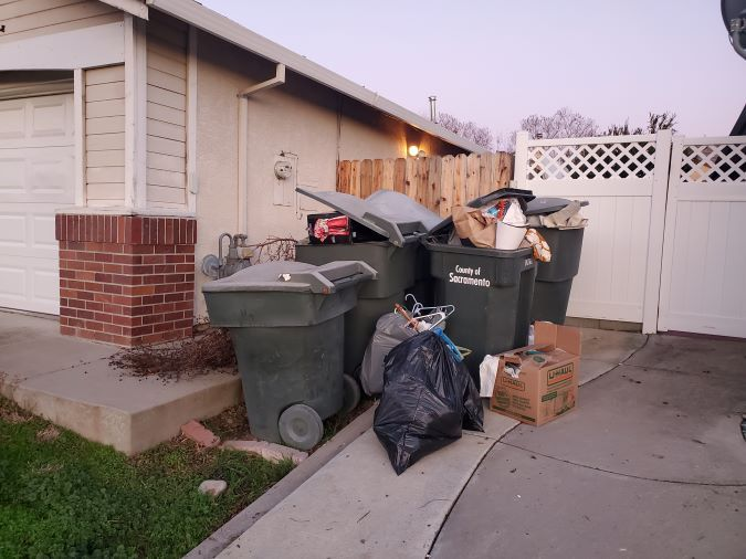 Should Home Sellers Leave Garbage Cans Full?