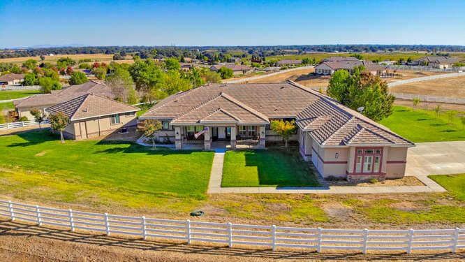 Elk Grove Ranchette on 2 Acres 5 Bedrooms Plus Casita