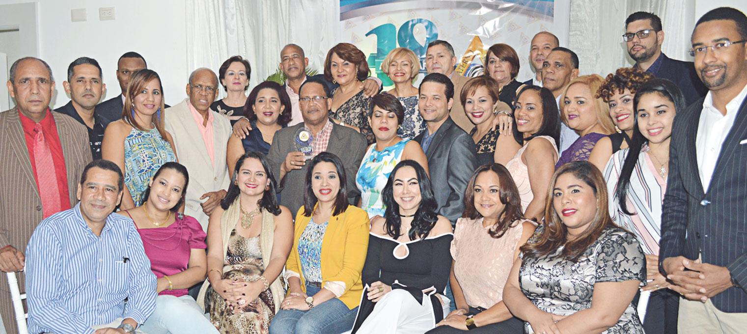 Parte del staff de especialistas que asistió a la cena aniversario del Centro Materno Infantil del Nordeste.