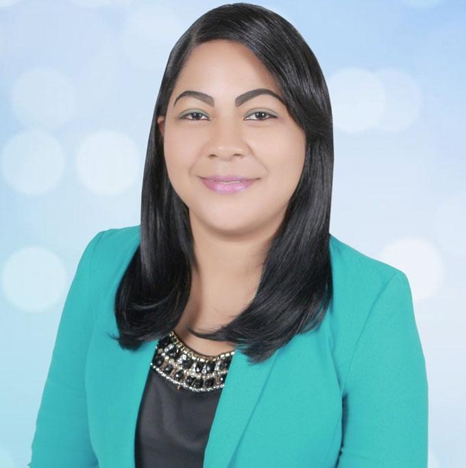 Rosalina de La Cruz, La autora tiene una Licenciada en Educación Mención Filosofía y Letras por la UASD. Tiene maestría en Lingüística Aplicada a la Enseñanza del Español por la misma universidad; cursa una especialidad en Lengua y Literatura orientada a la enseñanza en UAPA. Actualmente, se desempeña como maestra del MINERD en el área Lengua Española de nivel secundario.