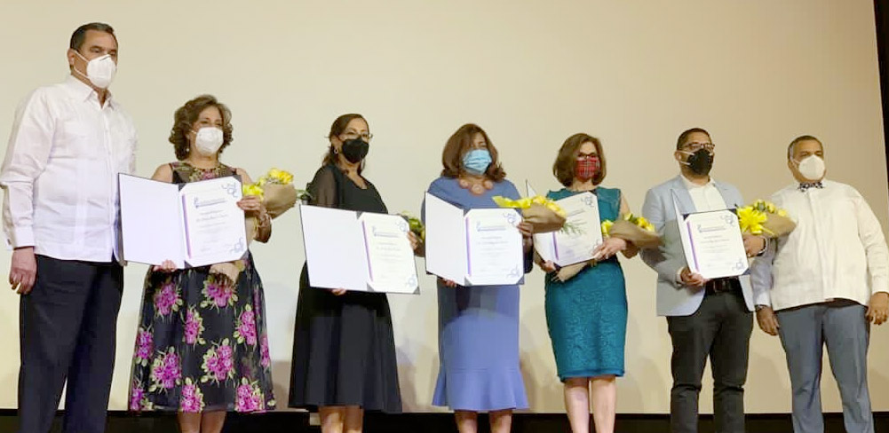Sociedad Dominicana de Obstetricia y Ginecología reconoció a las doctoras Lourdes Riva de Mena, Thelma Batista, Enma Bryan, Dolores Gómez (in memorian), María Díaz y Bélgica Beato.