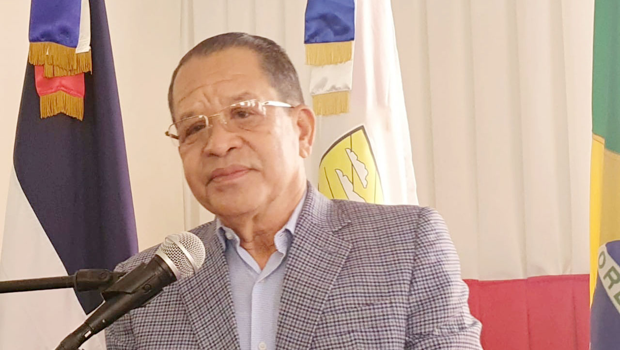 alcalde Siquió Ng de la Rosa