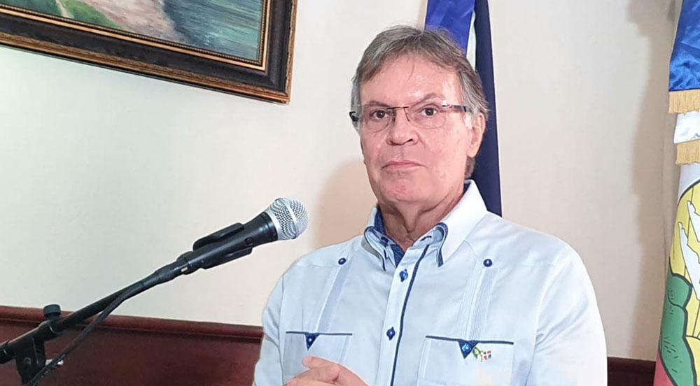 Embajador de Brasil en República Dominicana, Señor Clemente Baena Soares.