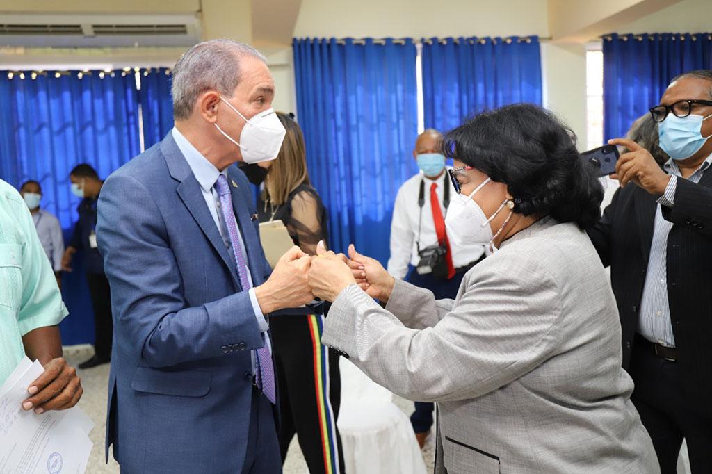 El Ministro de Educación Superior Ciencia y Tecnología MESCYT, Dr. Franklin García Fermín y la rectora de la UASD Enmma Polanco Melo.