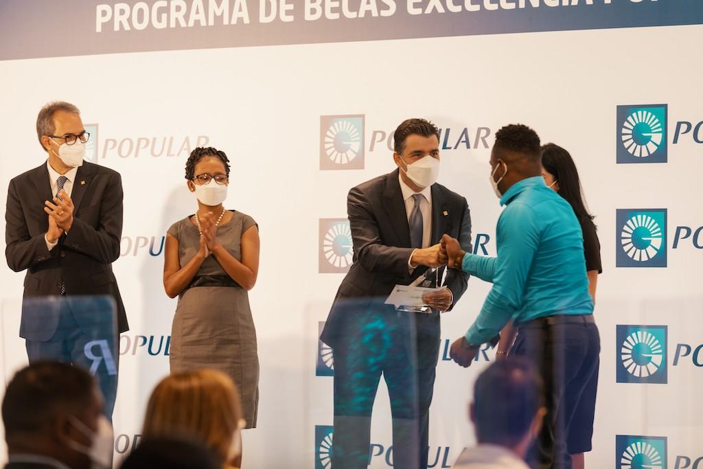 De izquierda a derecha, los señores José Mármol, Wendy de la Rosa, Christopher Paniagua y Samuel de la Cruz y Mariel Bera.