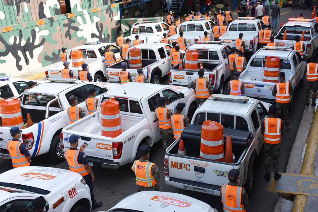 más de tres mil soldados, entre oficiales superiores, subalternos, clases y alistados, estarán en las carreteras para proteger a los ciudadanos que se desplacen durante el fin de semana.