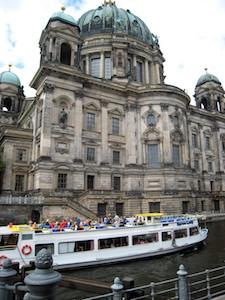 Berlin Berliner Dom + Dampfer - Arbeitskopie 2