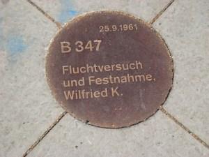 Berlin Gedenkstaette Berliner Mauer Plakette Wilfried K.