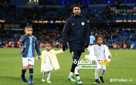 """رياض محرز رفقة عائلته وأبنائه في آخر لقاء على ملعب """"الإتحاد"""" هذا الموسم 24"""