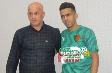 المدافع وليد علاتي أول مستقدمي مولودية الجزائر 24
