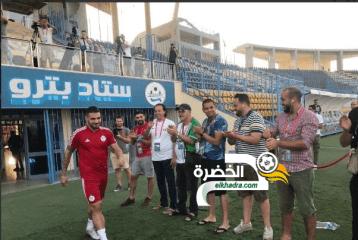الصحافة الجزائرية تقيم ممراً شرفياً للاعبي الخضر 30