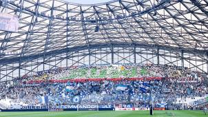 جمهور نادي مارسيليا الفرنسي يرفع تيفو باسم الجزائر باللغة العربية 28