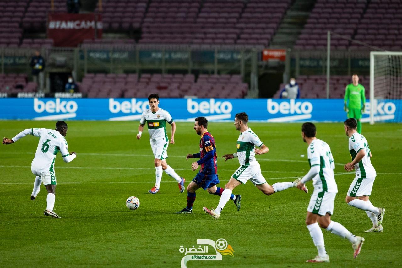 """ميسي يقود برشلونة إلى فوز ساحق على """"إلتشي"""""""