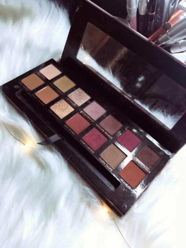 Anastasia Beverly Hills Modern Renaissance palette swatches and review. Is the Modern Renaissance palette worth it? First impressions.