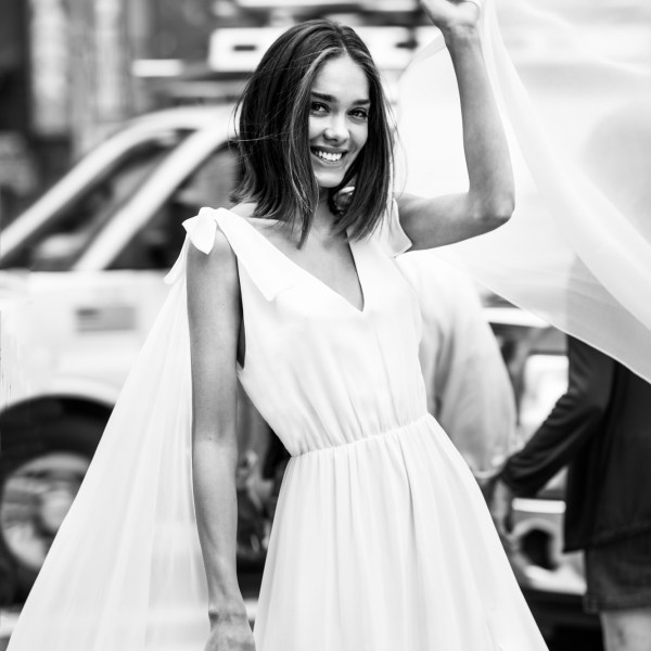 Agata Wojtkiewicz 2020 - Modèle Be Famous - Robe de mariée élégante en soie sexy et féminine - Boutique Elle a dit Oui by Elsa Gary Caen