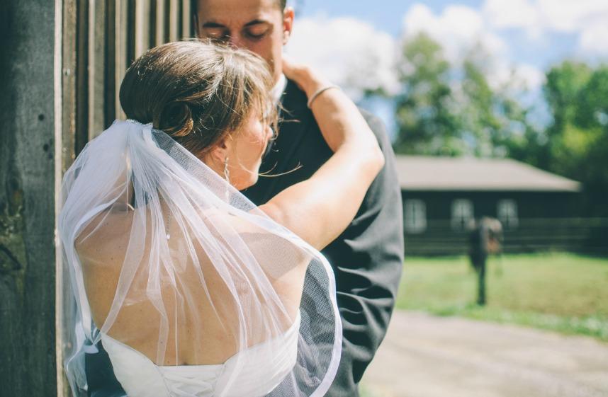 face cache du mariage ellecroit.com