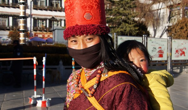 Lhasa: a woman with her child at Barkhor Square
