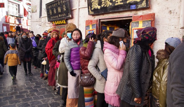 Lhasa: long lines of pilgrims all waiting to enter the Jokhang Temple
