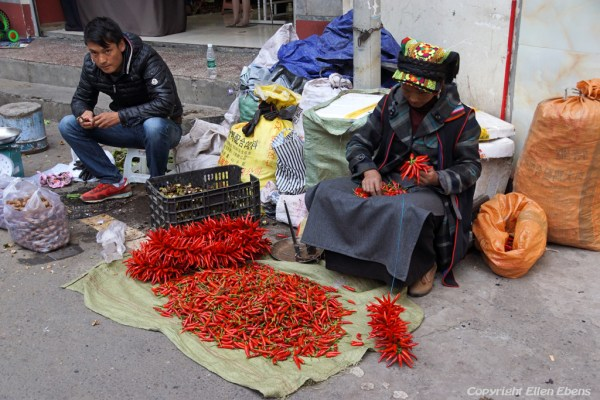 Street market at the town of Ma'erkhang (Barkham)