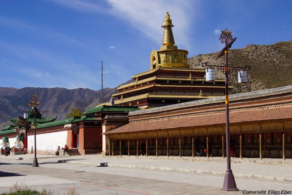 The big guilded stupa of Labang Monastery, Xiahe