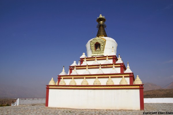 Stupa of a new monastery near the village of Langjiacun (in the vicinity of Rebkong)