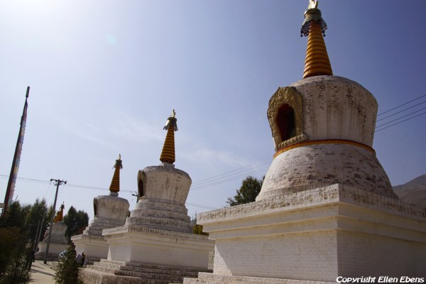 Stupas at the entrance of Rgasar monastery near Rebkong (Tongren)