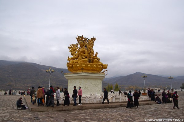Tara statue in front of Rongwu Monastery at Rebkong (Tongren)