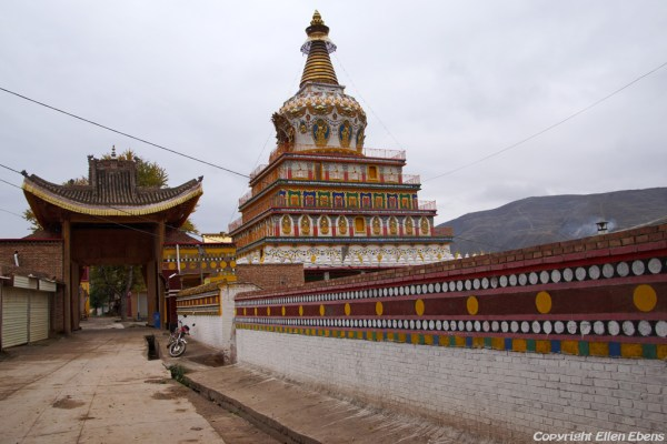 Stupa near Wutun Monastery at Rebkong (Tongren)